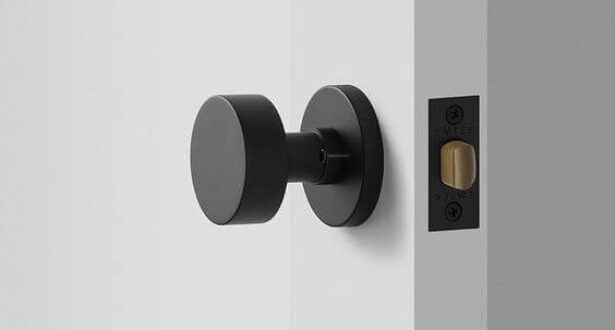 Как выбрать цвет ручки для межкомнатной двери?
